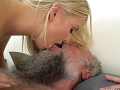 Nubile Gives Providing Oral Pleasure To Horny Fellow