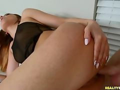 Bootyful Bombshell Jaye Summers Takes Sweet Salami In Her Delicious Punani