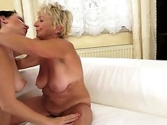 Blonde Sucking Like It Ain't No Thing In Oral Activity With Hot Blooded Stud