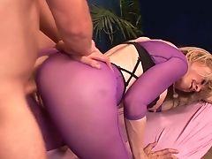 Captivating Cougar Nina Hartley Gives Rubdown To One Fabulous Customer
